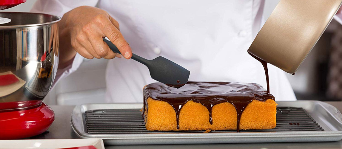 Chef using spatula for the cake