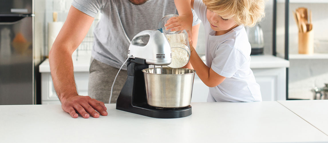 Hand Mixer vs Stand Mixer: When to Use Them