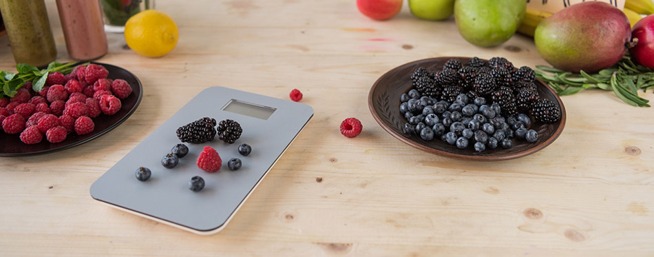 Kitchen scale and fruits