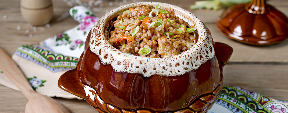 Buckwheat with meat in the pot