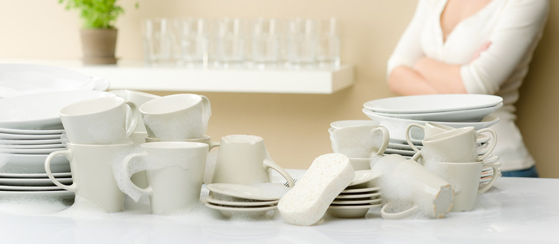 3 Natural Ways to Clean Moldy Dishes